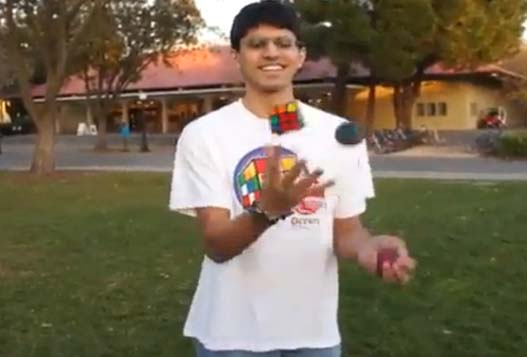 Студент-математик из Стэнфордского Университета Собрал Кубик Рубика, Которым Жонглировал