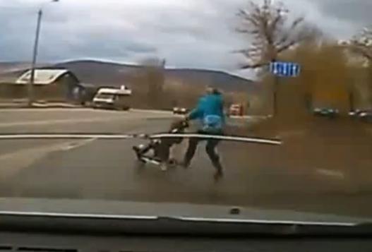 Очередная тупица на дороге с ребенком